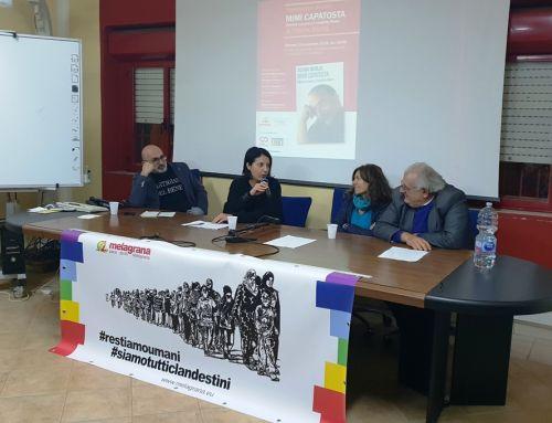"""Presentazione di """"Mimì Capatosta. Mimmo Lucano e il modello Riace"""" al Centro Melagrana. Il video e le foto"""