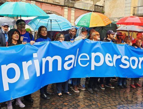 In migliaia a Napoli per #primalepersone contro ogni forma di razzismo